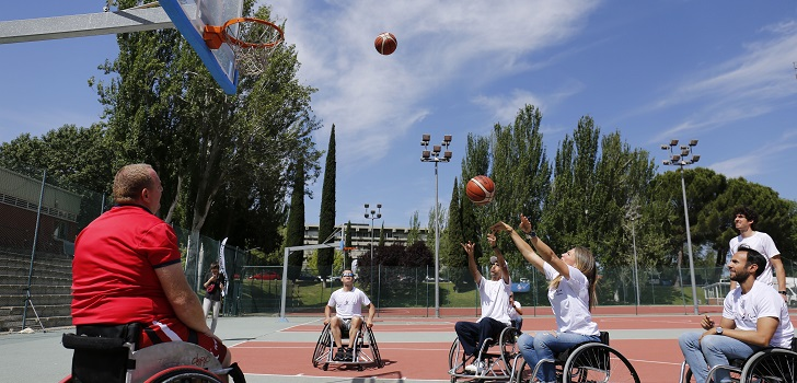 Los trabajadores de la compañía han compartido una jornada con atletas paralímpicos en el CAR de Madrid. El fabricante de neumáticos trabaja para que estos deportistas dispongan de material más avanzado técnicamente.