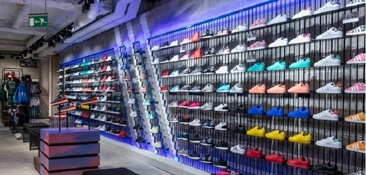 Adidas presiona a sus socios en España: dos millones de compra mínima para las centrales