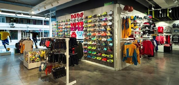 Base roza las 300 tiendas con una apertura en Canarias