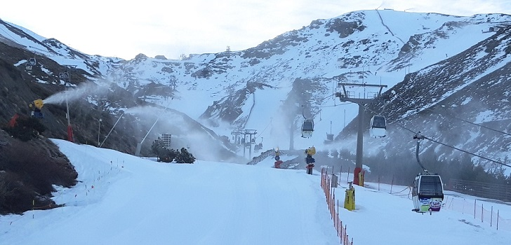 Sierra Nevada abre todas sus zonas esquiables antes del puente de Andalucía