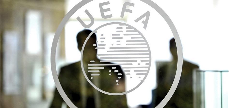 El fútbol se ha posicionado como el deporte con mayor capacidad para convertirse en un produc-to de entretenimiento global, alcanzando unos ingresos de más de 30.000 millones de euros anuales. Y eso también lo ha convertido en un campo de batalla para quienes se encargan de su explotación.