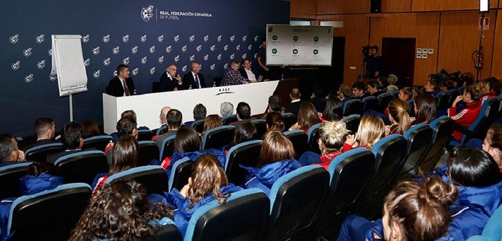 La Rfef ofrece 1,15 millones para subir salarios en el fútbol femenino y pide los derechos