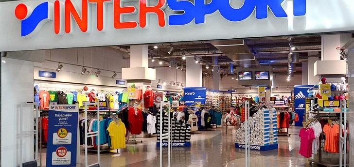 El distribuidor de artículos deportivos busca localizaciones en Oporto y Lisboa para entrar en el país, que pasará a operarse de forma conjunta con la filial española.