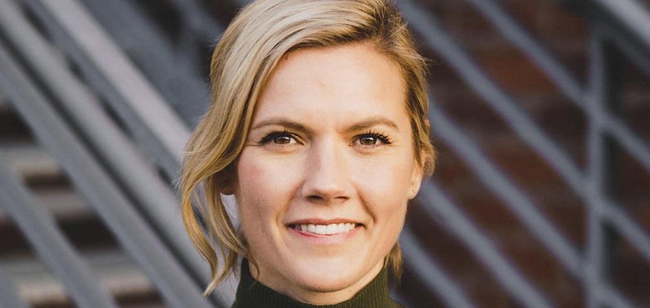 Nikki Neuburger se ha incorporado a la compañía canadiense de equipamiento y moda deportiva después de trabajar durante los dos últimos años como directora de márketing global para Uber Eats y otros quince como vicepresidenta global de Nike running.