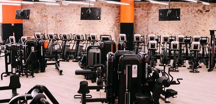 El centro de fitness tiene una superficie de 1.300 metros cuadrados y conserva el muro exterior del foso del Baluart de Sant Antoni. El nuevo club espera llegar a los 3.000 inscritos este verano.