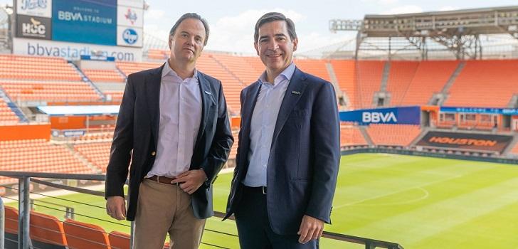El BBVA Compass Stadium pasa a llamarse BBVA Stadium y cambia de logo con el objetivo de aumentar la relevancia global del banco. El estadio también acoge los partidos de las Houston Dash (Nwsl).