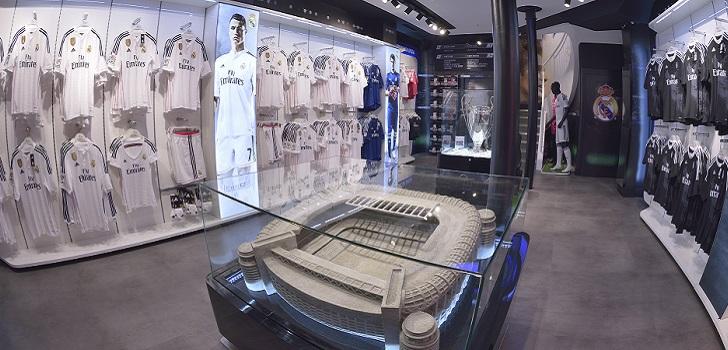 4f90d8fee7a28  El Clásico  llega al Aeropuerto de Barcelona con una tienda del Real Madrid