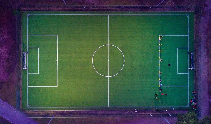 Fútbol y negocio: 2.450 millones por la reinvención del director deportivo