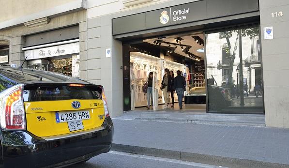 34c47a012be1b El Real Madrid  asalta  Barcelona con una tienda oficial en Las ...