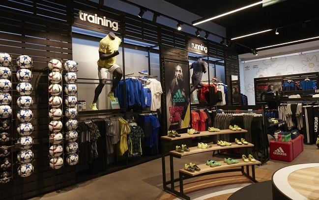 Giotto Dibondon difícil segunda mano  Adidas abre su segunda tienda HomeCourt en España | Palco23