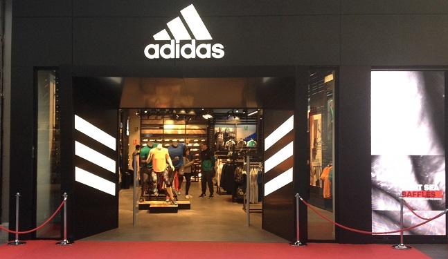 traidor consonante inflación  Adidas abre en el centro comercial Splau su tercera tienda HomeCourt de  España | Palco23