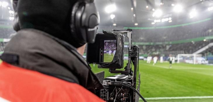 Mediaset se impone a LaLiga: podrá llevar sus propias cámaras a los estadios y elaborar sus resúmenes