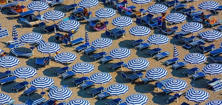 El turismo crece de nuevo en julio, pero acumula un descenso del 25,8% en lo que va de año