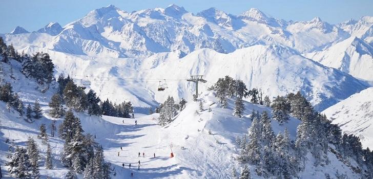Baqueira contiene inversiones y espera una caída del 40% en esquiadores